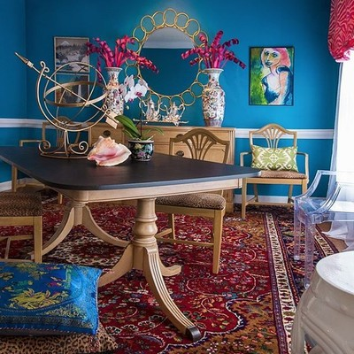 Blue Mosque: the #blue paint #color in my dining room 💙 Click the link in my bio for a great post by @lisamendedesign on some other favorite #blues of the best in #interiordesign 💙 #commanderinchic #interiordesigner #rva #designblog #virginiablogger #blogger #interior #design #interiors #colorful #inspiration #paint #home #style #fabulous #homedecor #bespoke #luxury #luxurydesign #designhounds #IDCDesigners #ChezReddell 📷: @jami_carlton 💙 paint: SW6789 @sherwinwilliams